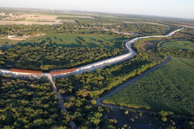 55-miles-levee-border-wall-rio-grande-  Lake Superior News